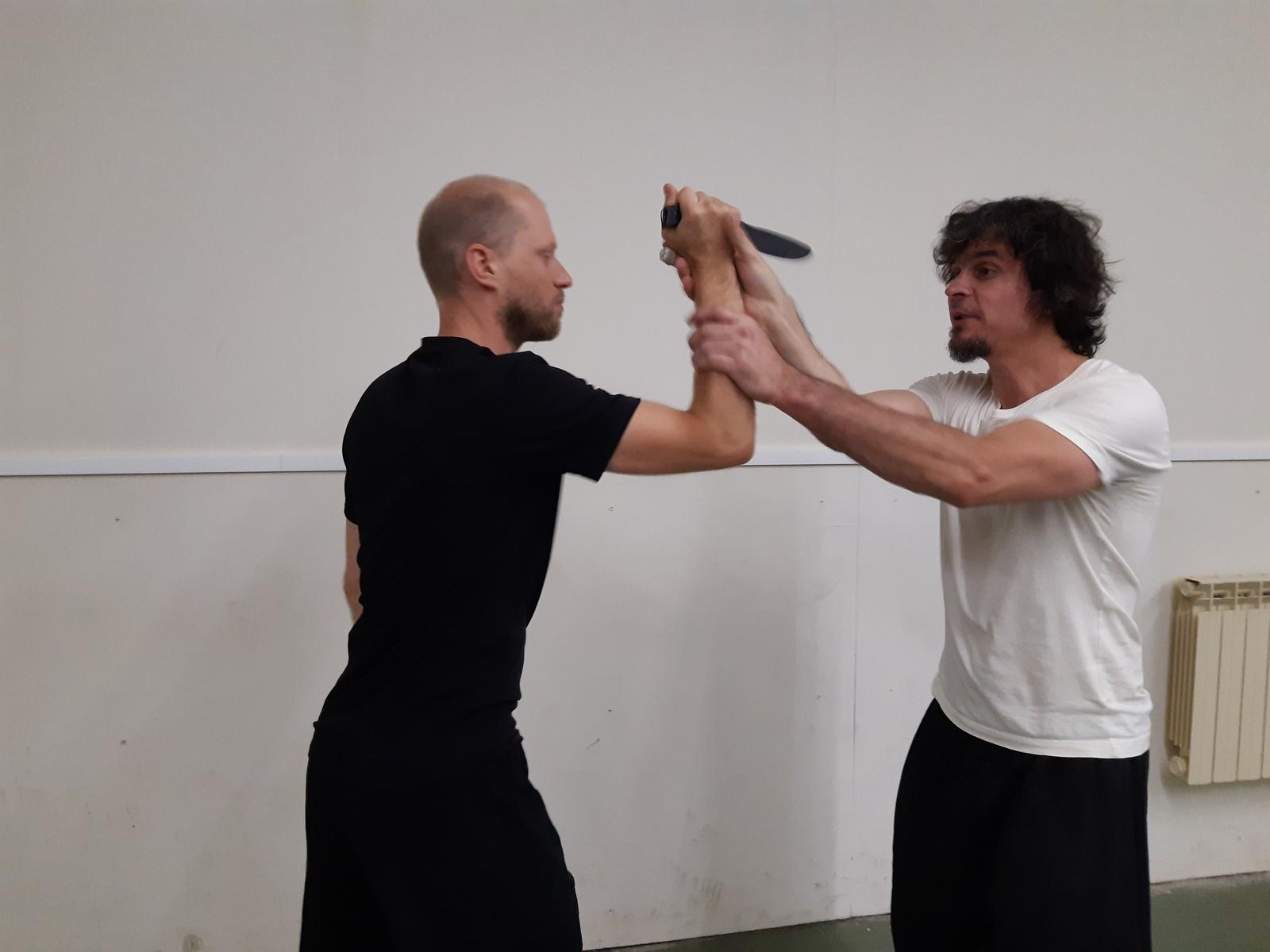 self defense contre couteau Besançon